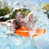 Wady i zalety basenów ogrodowych