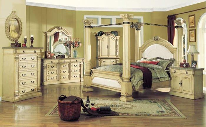 traditional style bedroom with antique