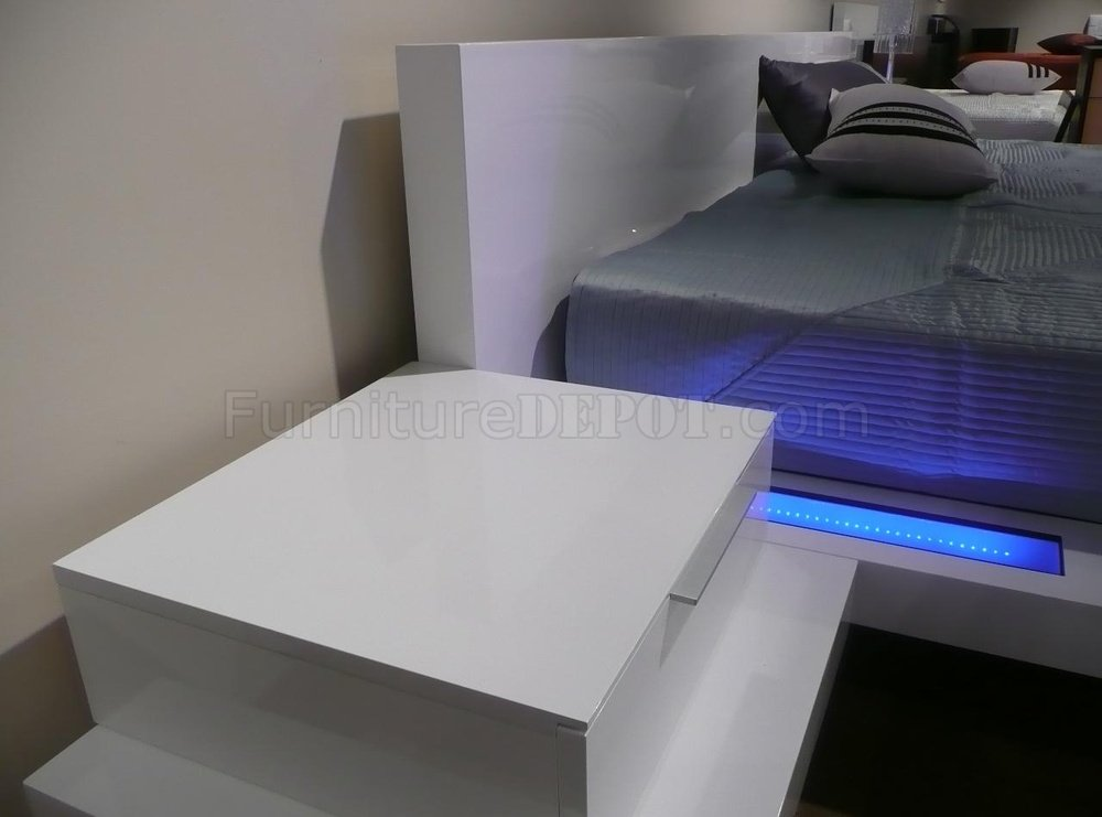 High Gloss White Finish Modern Bedroom With Built In