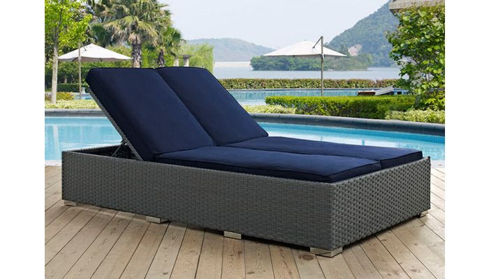 sojourn outdoor double chaise lounge