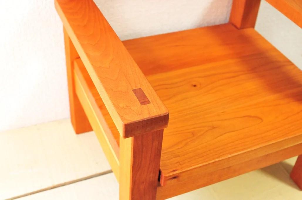木目などが美しい木工作家の手作り子ども用イス