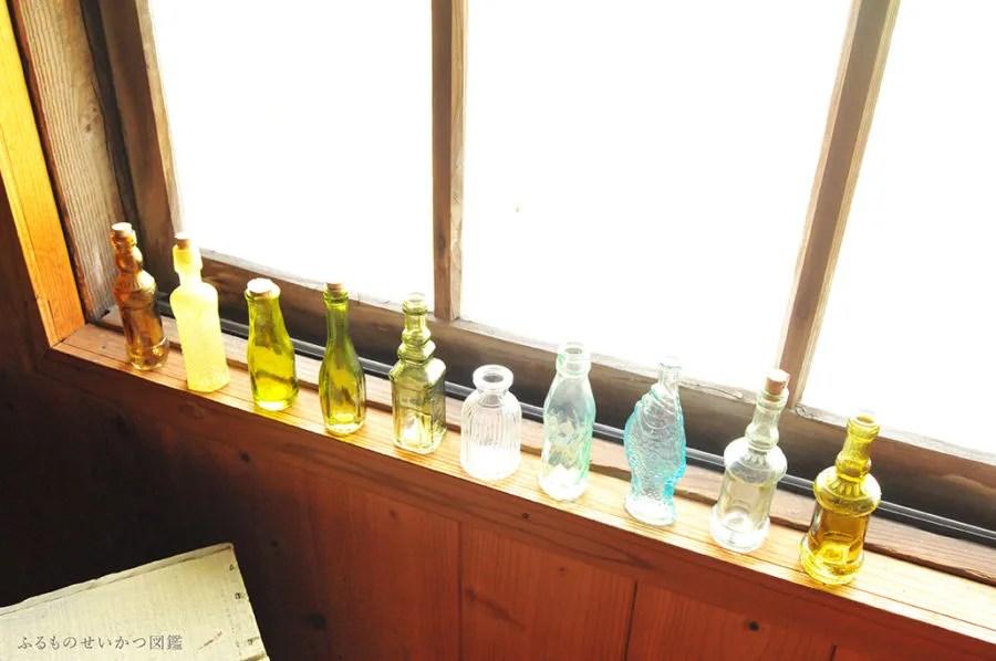 100均の小瓶が1つ50円!10個並べると楽しい
