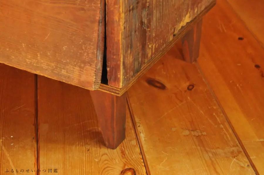 【古道具リメイク】かなり古い棚(キャビネット)に脚をつける