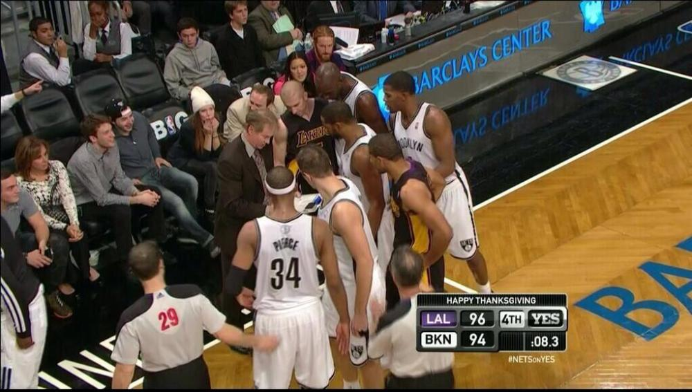 lakers-nets-huddle