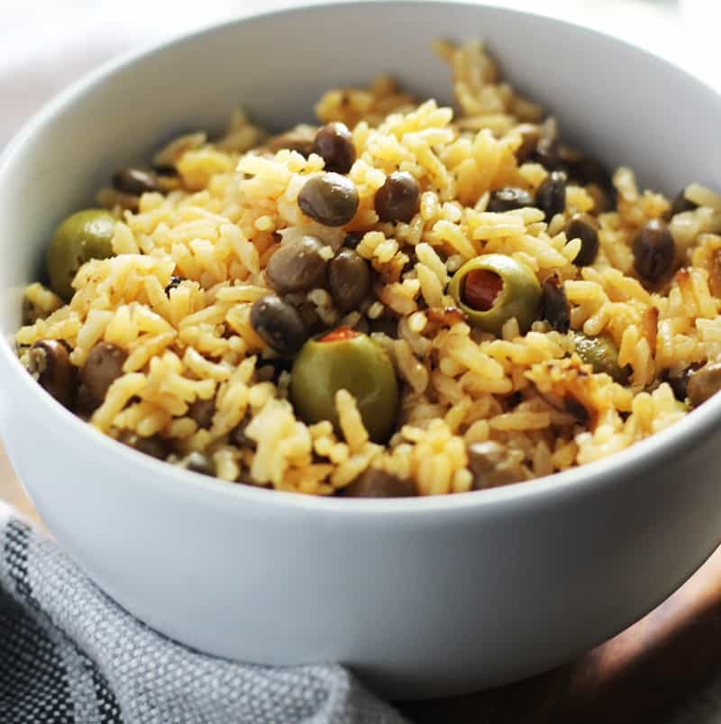 Arroz con Gandules, spicy, tangy with green olives, pigeon peas and Sazon, Yum! FusionCraftiness.com
