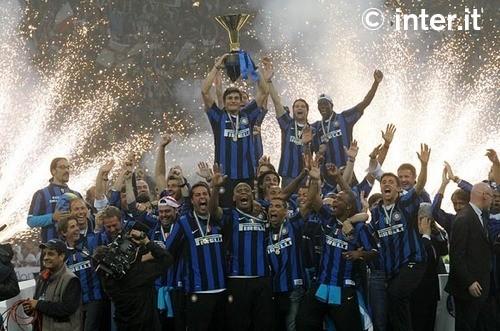 Los jugadores del Inter celebran el Scudetto