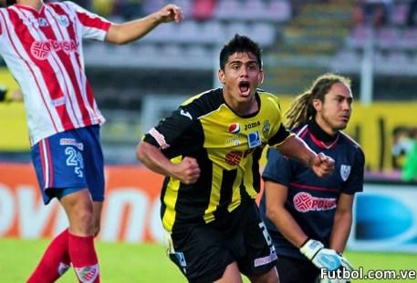 Cristian Díaz celebra el único tanto del encuentro que le dio la victoria del Clásico Andino al Aurinegro. Foto: Gennaro Pascale