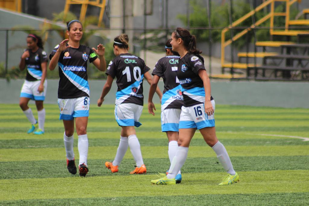 Las muchachas de la Asociación Deportiva Moravia Femenino siguen en el liderato del torneo.