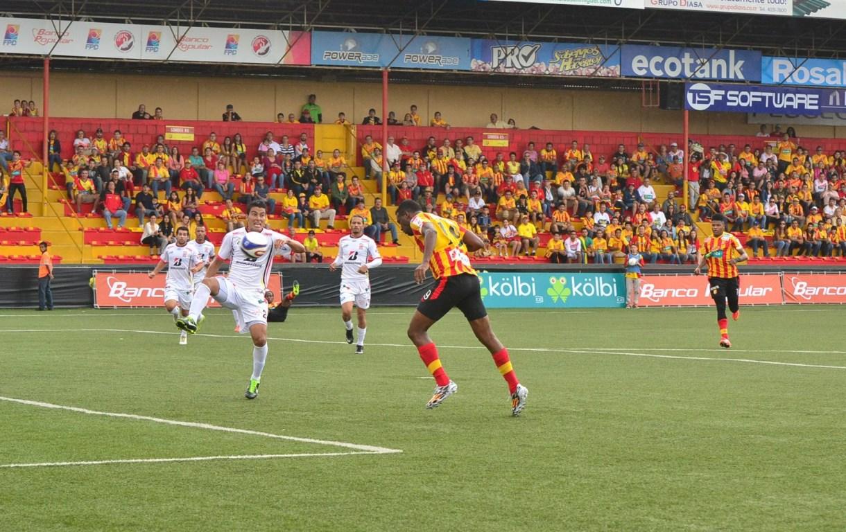 Brunnett Hay marcó de cabeza el primero del juego. Foto: Cortesía de herediano.com