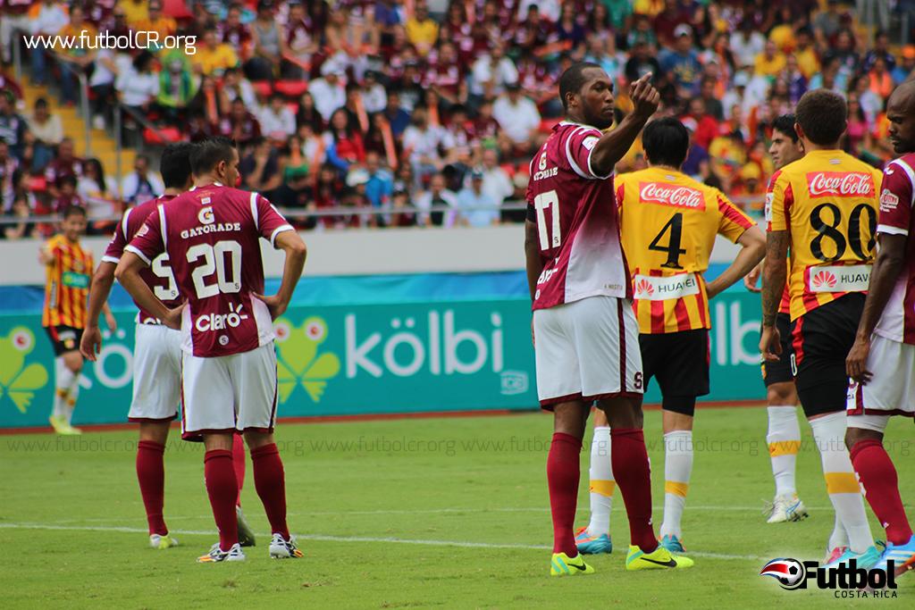 Kendall Waston ha sido baluarte en la defensa y el ataque de Saprissa desde su arribo del Municipal Pérez Zeledón.