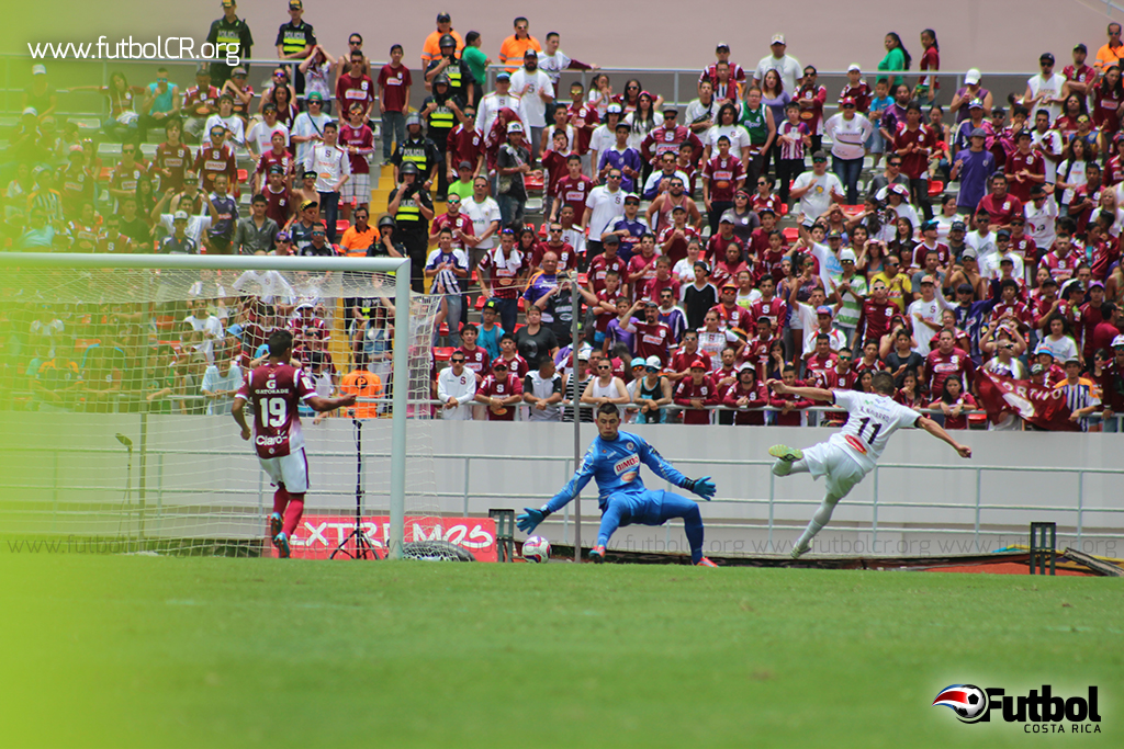 Aarón Navarro marcó el segundo para los 'pumas'.