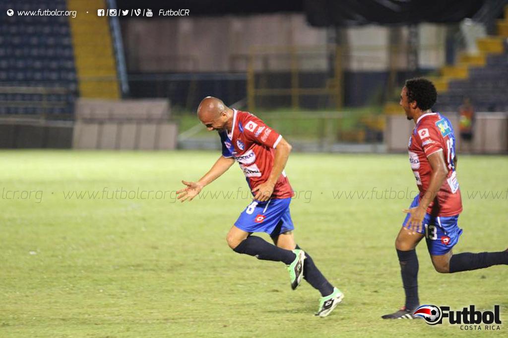 Así celebró Fonseca su anotación que le da la tranquilidad para el juego de vuelta. Foto: Robert Vindas