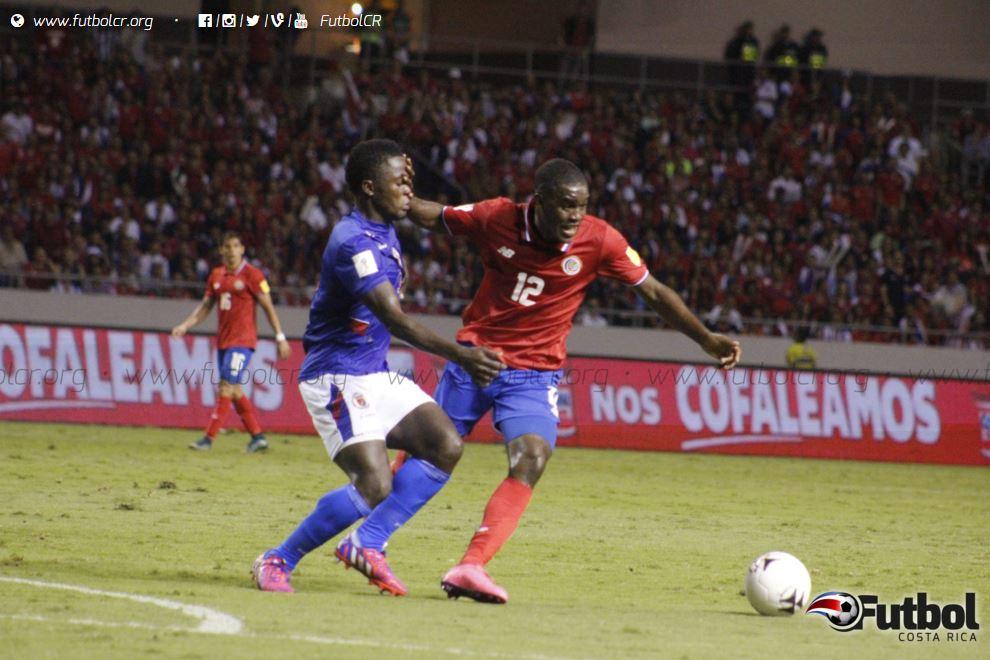La presión de los haitianos fue fuerte en el complemento y Joel Campbell sufrió la gota gorda. Foto: Ruben Murillo