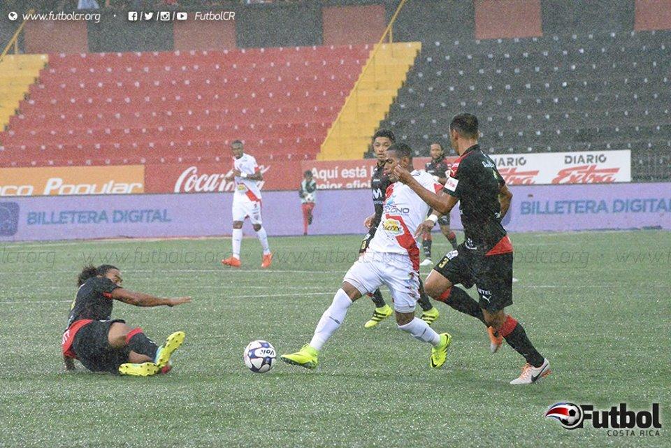 Alajuelense necesita ganar sus tres juegos restantes. Foto: Maripaz Quintana