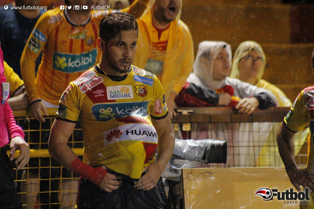 Concentrado. Aguilar fue el protagonista del gane florense. Foto: Steban Castro.