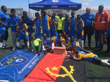 XV Torneo Internacional Infantil de Fútbol 7 de Carballo 2019. AFA Campeón. Celebración 05. José Luís Gallardo y Toni Cortés 02