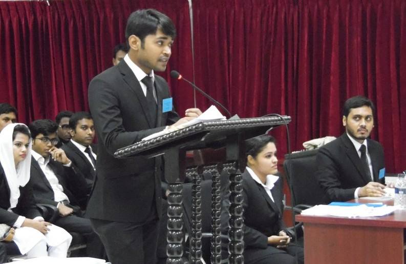 Mooting and Debating for Law students : How to Apply Laws !
