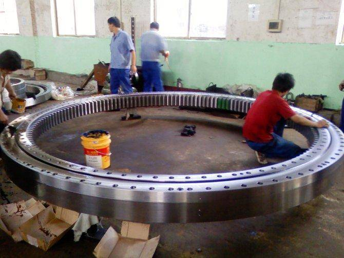 5 Steps to Avoid Failure of Slewing Ring Bearing - FutureEnTech