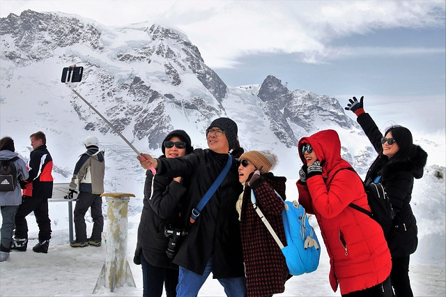 make a group photo - 13 Undeniable Reasons Why You Should Have A Selfie Stick