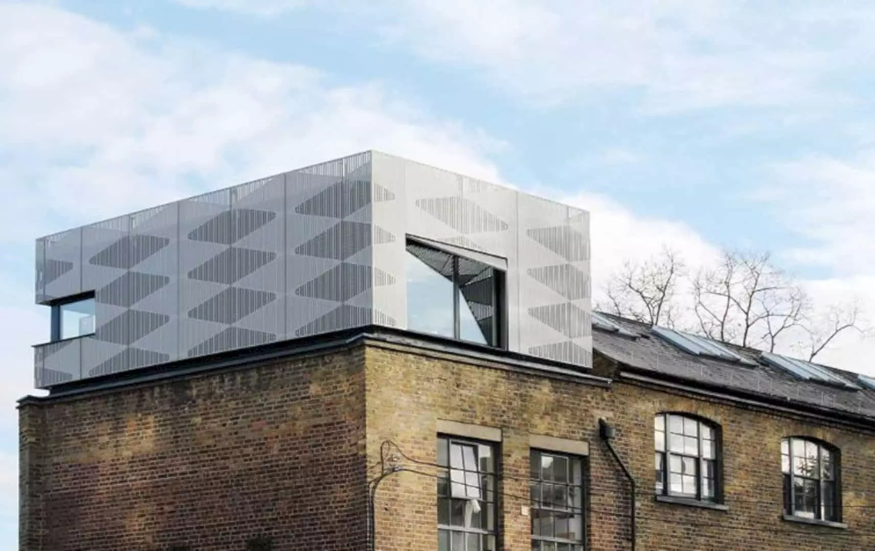 Victorian Camden: A Contemporary Office with New Rooftop and Facade