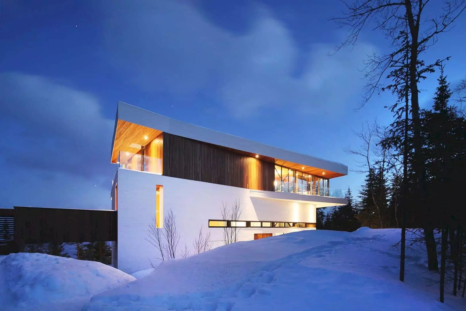 Residence des Grands Jardins: A Contemporary Home Overlooking the St. Lawrence River