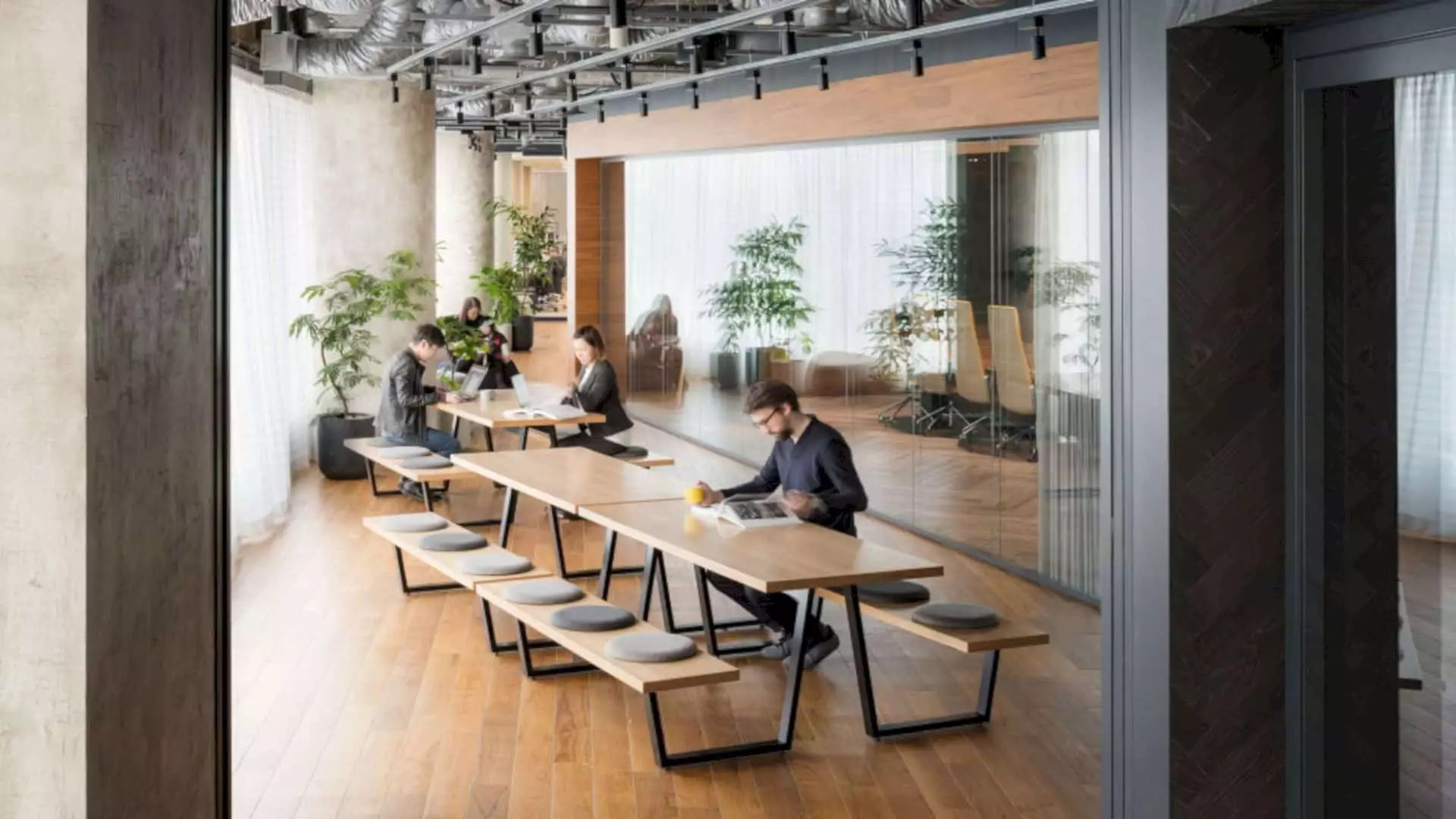 Accenture Innovation Hub Tokyo: State-of-Art Facility with Modern Interior and Japanese Design Elements