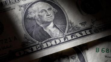 Die Finanzmärkte müssen sich auf eine höhere Volatilität und auf Kursrückschläge einstellen. Insbesondere Schuldner, die sich in Dollar finanzieren, sind gefährdet.