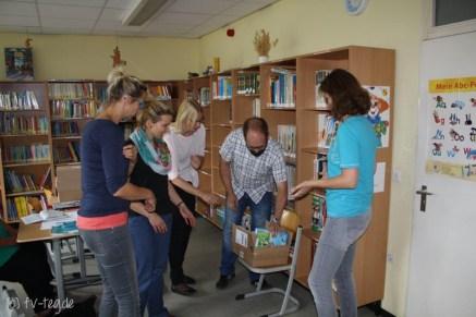 v.l.n.r.: Frau Rüh (Lehrerin), Frau Huschke (Lehrerin), Frau Grieger (Vorstand Förderverein), Herr Müller (Vorstand Förderverein), Frau Kirsch (Sonderpädagogin)