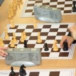 Weiß gewinnt - Schwarz wird sich nur noch wenige Züge wehren können.