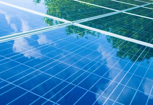 屋上にソーラーパネルを置くべきか