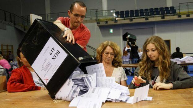 選挙速報 英国EU離脱派が優位