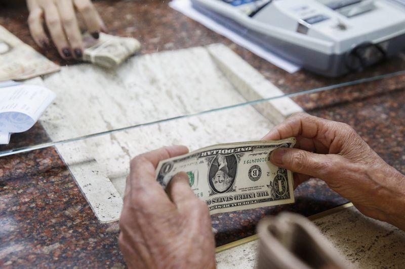 Forex Signals on Forex - Dollar Edges Higher