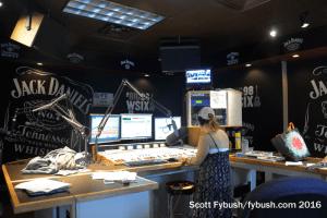 WSIX-FM 97.9