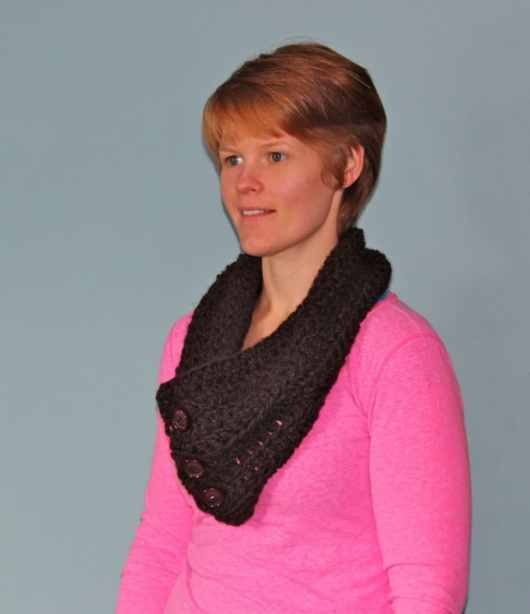 Easy Crochet Cowl tutorial featured by top US life and style blog, Fynes Designs