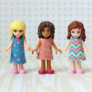 FREE template for Lego Friends mini figure dresses via fynesdesigns.com