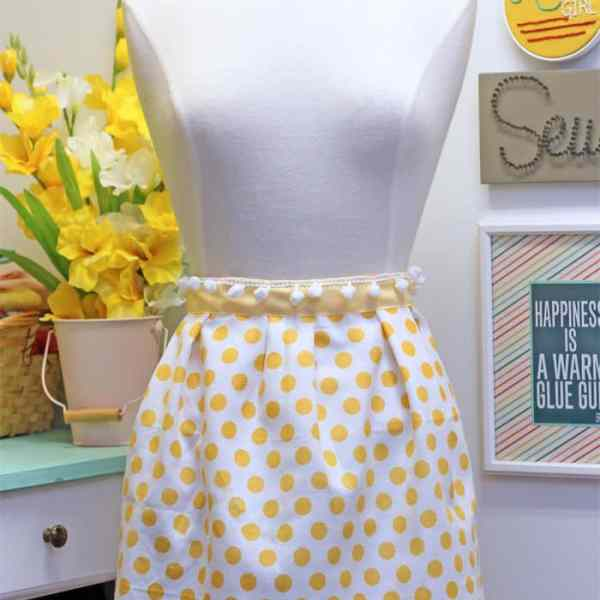 Make this cute apron in only 10 minutes!! Make a great inexpensive gift