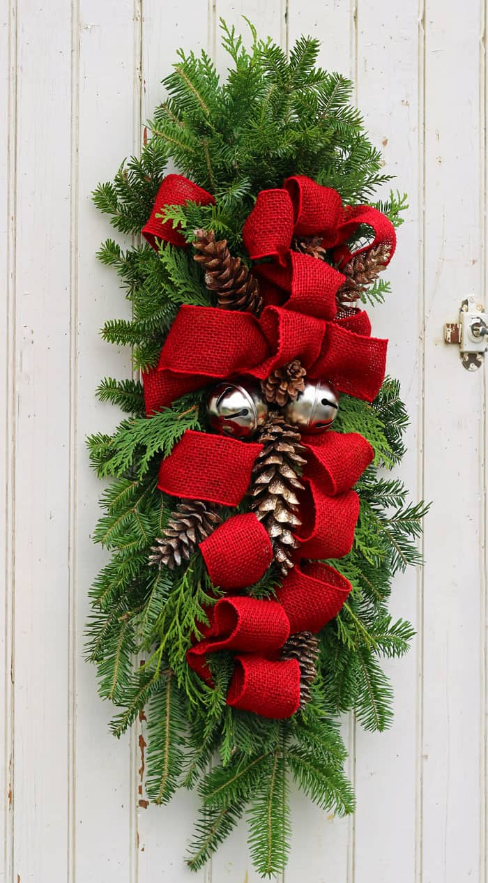 Learn to make a Christmas swag with this easy to follow tutorial . Easy outdoor Christmas & How to Make a Christmas Swag - FYNES DESIGNS | FYNES DESIGNS