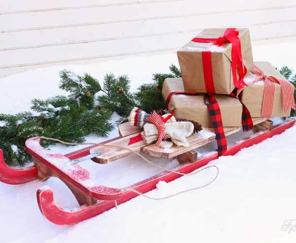 $10 DIY Wooden Sled Tutorial featured by top US craft blog, Fynes Designs: Easy to build $10 Vintage Sled