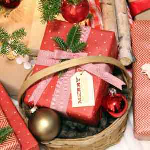 Gift-wrapping-neutral-red
