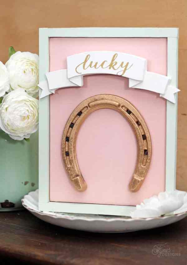 Lucky Gold horseshoe sign