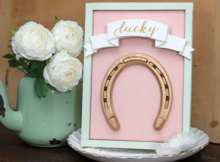 Lucky Gold horseshoe sign