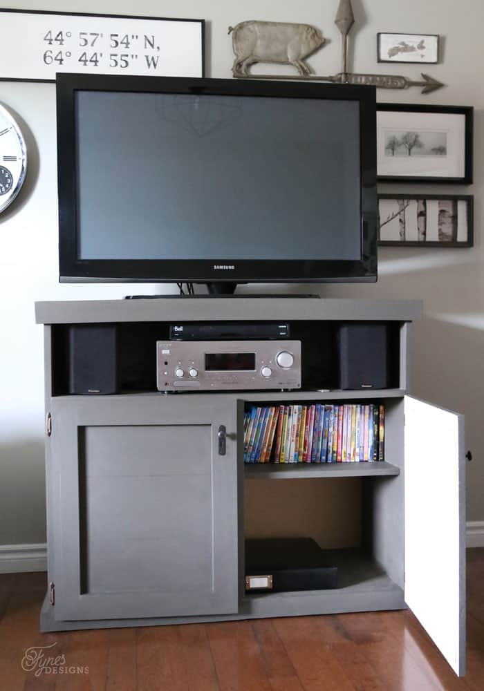 TV Console with cabinet doors