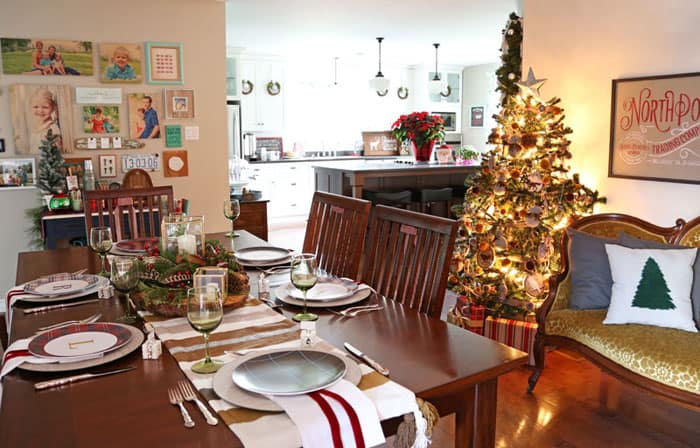 Christmas Dining room. Christmas Home Tour Part 1 | Fynes Designs
