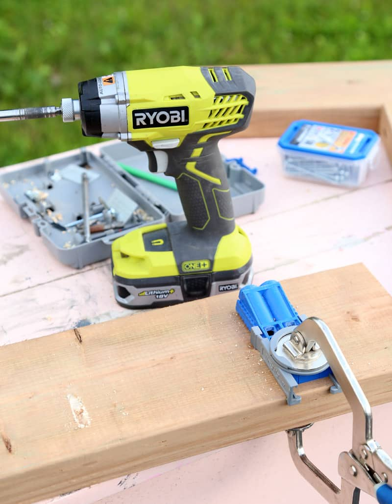 Using the kreg jig to build an easy DIY Bench