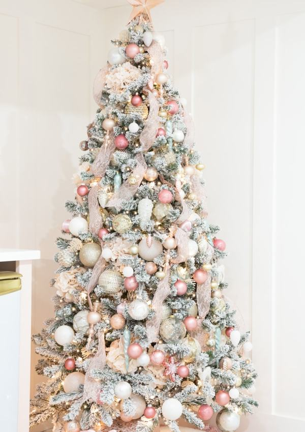 Step by Step: How to Decorate a Christmas Tree With Ribbon