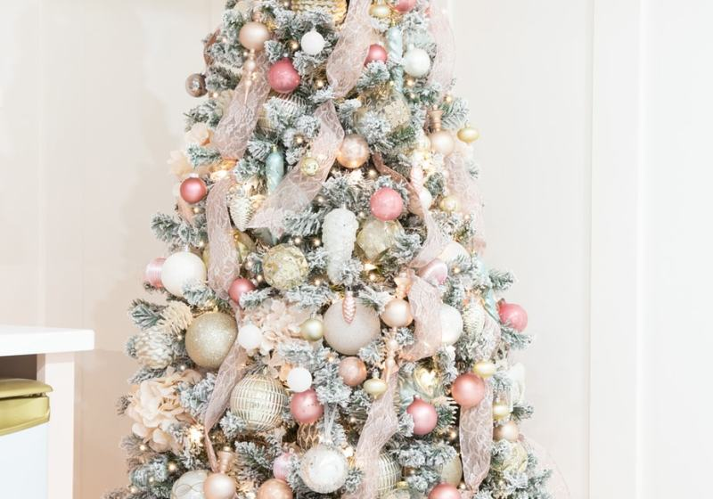 Step by step instructions how to Decorate a Christmas tree like a designer