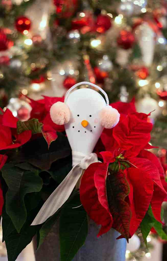 Snowman craft for kids: Dollar store craft supplies |Kids Christmas Crafts by popular Canada DIY blog, Fynes Designs: image of a snowman wooden spoon craft.