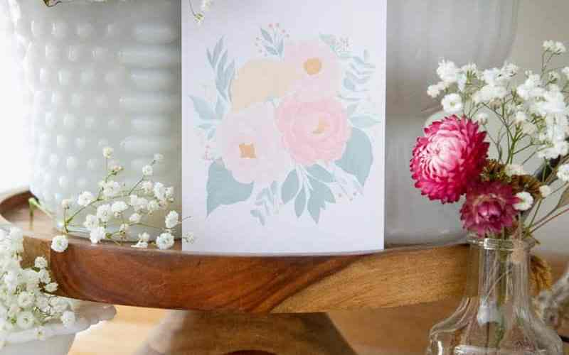FREE Printable Floral Greeting Card. Print, cut and send a beautiful greeting to a friend!