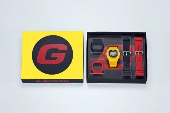 Bộ hộp G-Shock DWE-5600R-9 với viền và dây đeo màu vàng, đen, đỏ