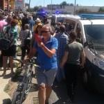 """VIDEO Incidente la Castellon din cauza aglomerației la vot: Mii de români strigă """"Hoții"""" și """"Ciuma roșie"""" la cozile enorme. Poliția locală a venit la fața locului"""